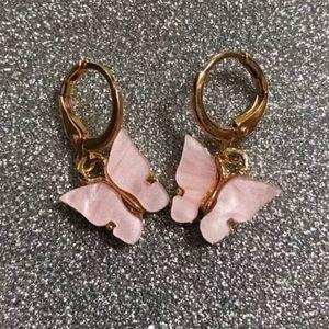 Super cute butterfly earrings 🦋 💕